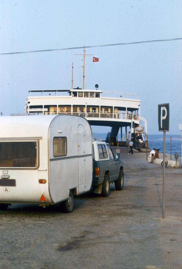 wohnwagen transporte transvers e u. Black Bedroom Furniture Sets. Home Design Ideas